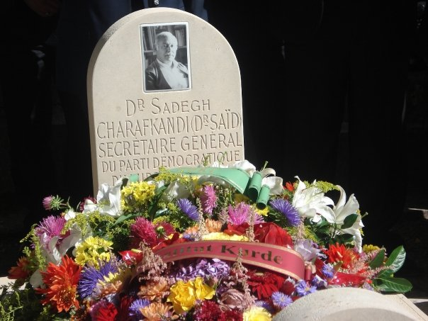 A memorial for Dr. Sharafkandi and aides at the Père Lachaise Cemetery